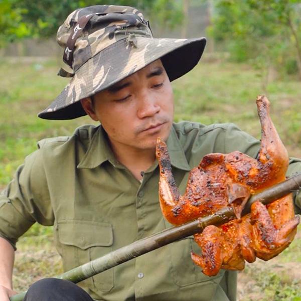 Hot TikToker 'Anh Nông Dân' hỗ trợ tiêu thụ được gần 1 tấn cam bóc Phủ Quỳ cho nông dân Nghệ An chỉ sau 1 ngày - Ảnh 1.