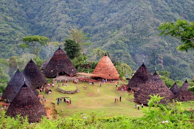 Khám phá làng cổ biệt lập, nằm giữa rừng sâu - Ảnh 2.