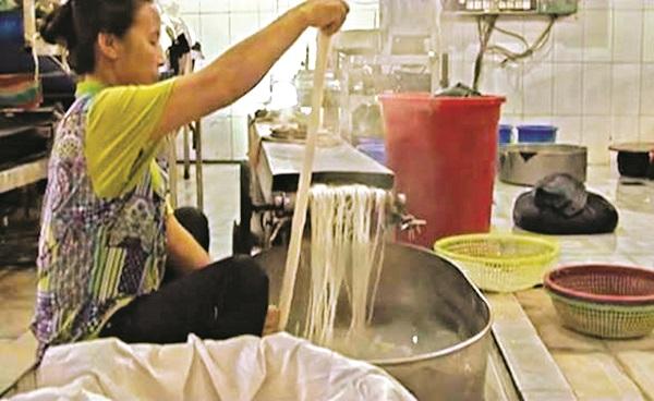 Cú lỡ tay của đầu bếp hô 'biến' trở thành món ngon cho đám hỏi và 2000 năm sau vẫn là đặc sản của làng Mạch Tràng - Ảnh 3.