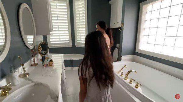 Hoàng hậu không đầu Phượng Mai hưởng tuổi già ở biệt thự bên Mỹ, dát vàng trong nhà vệ sinh - Ảnh 10.