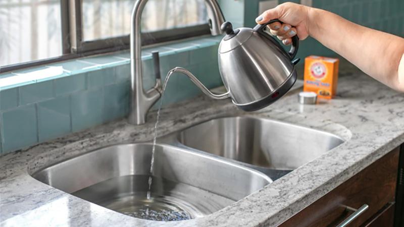 Những mẹo dọn nhà với nước sôi siêu sạch mà bạn phải thử qua một lần - Ảnh 3.