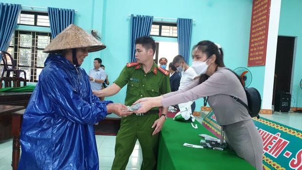 Sáng 14/10: Bất ngờ lớn của 100 người tự phát về quê khi đến TP.HCM; Quảng Nam báo cáo Bộ Công an về hoạt động từ thiện của ca sĩ Thủy Tiên - Ảnh 5.