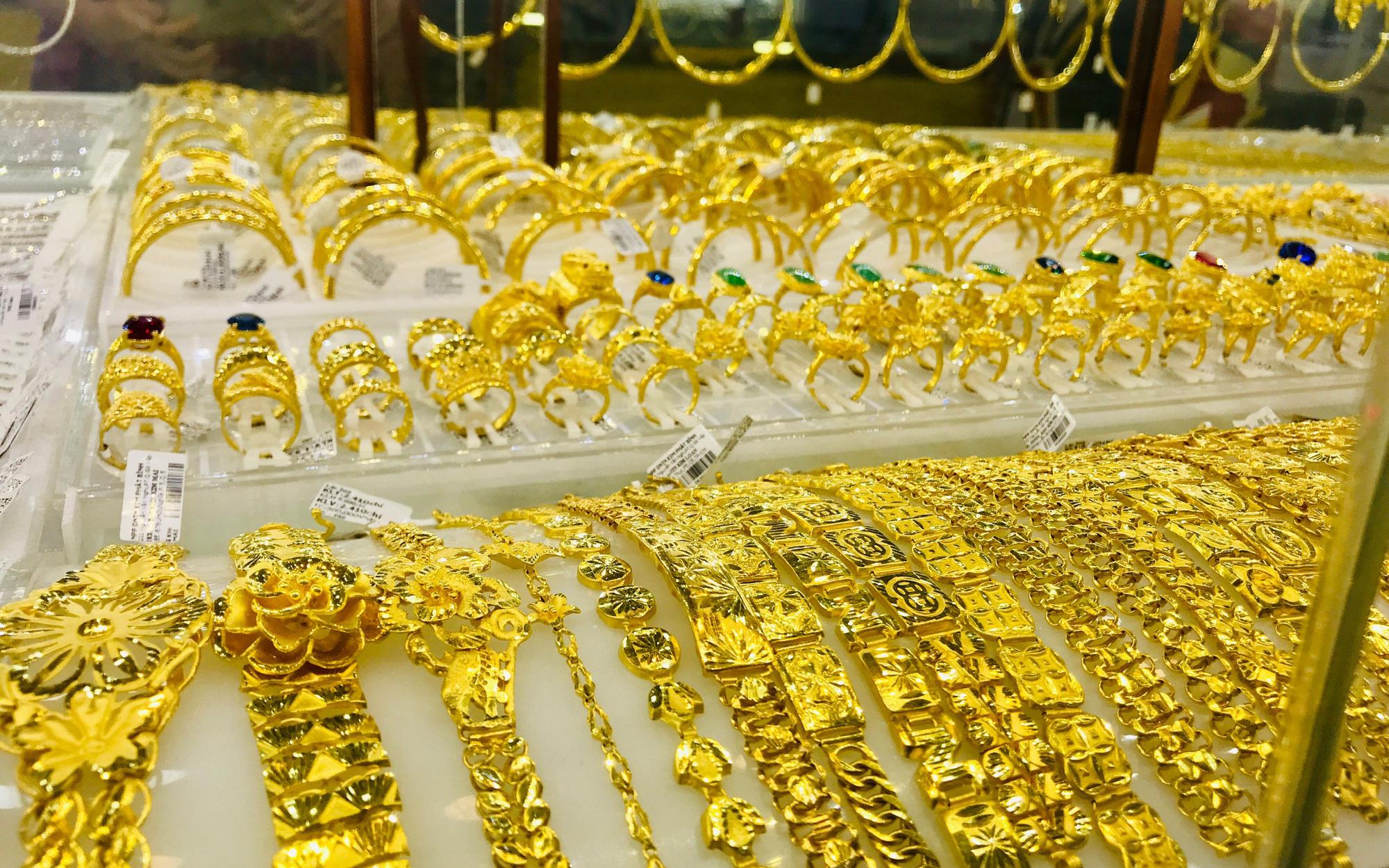 Giá vàng hôm nay 13/10: Tiếp tục tăng giá, vượt 58 triệu đồng/lượng