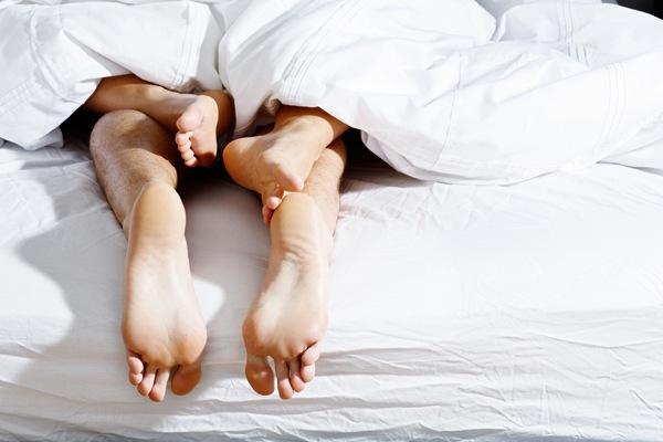 Trải qua tình một đêm khi dự đám cưới bạn thân, cô gái không ngờ lĩnh ngay hậu quả - Ảnh 1.