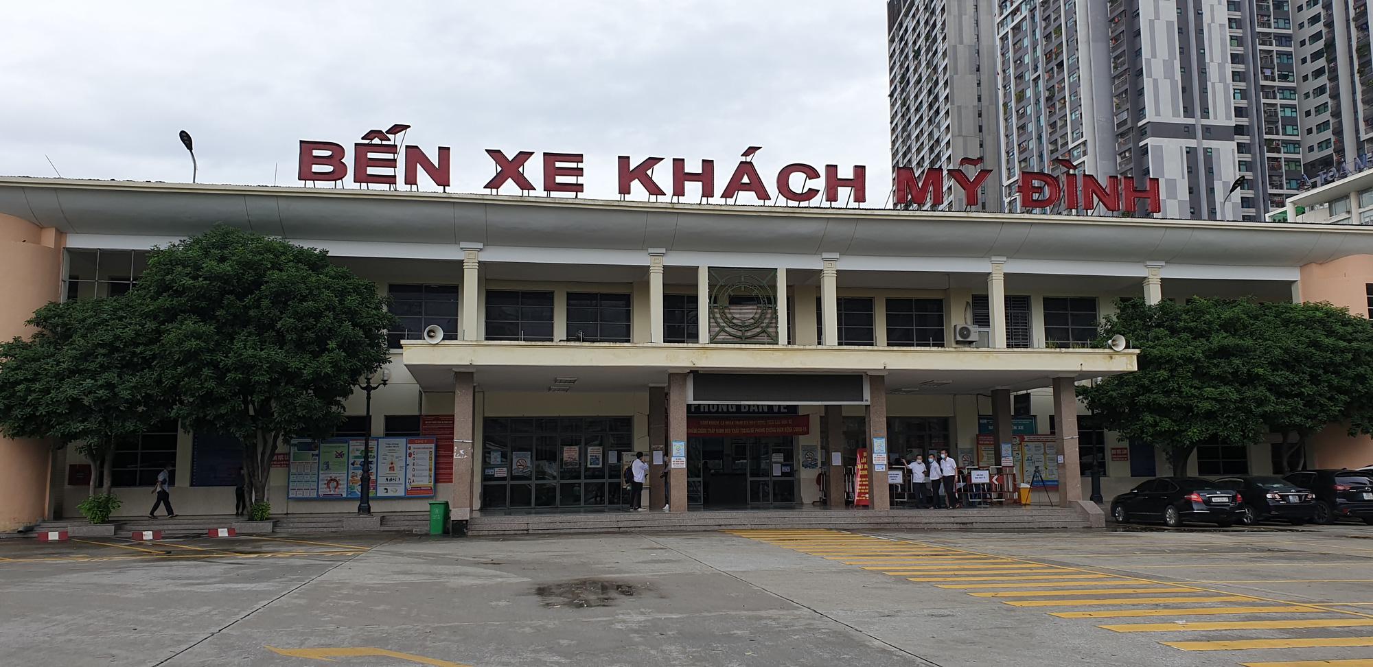 Những chuyến xe không người trong ngày đầu các tuyến buýt Hà Nội hoạt động trở lại - Ảnh 1.