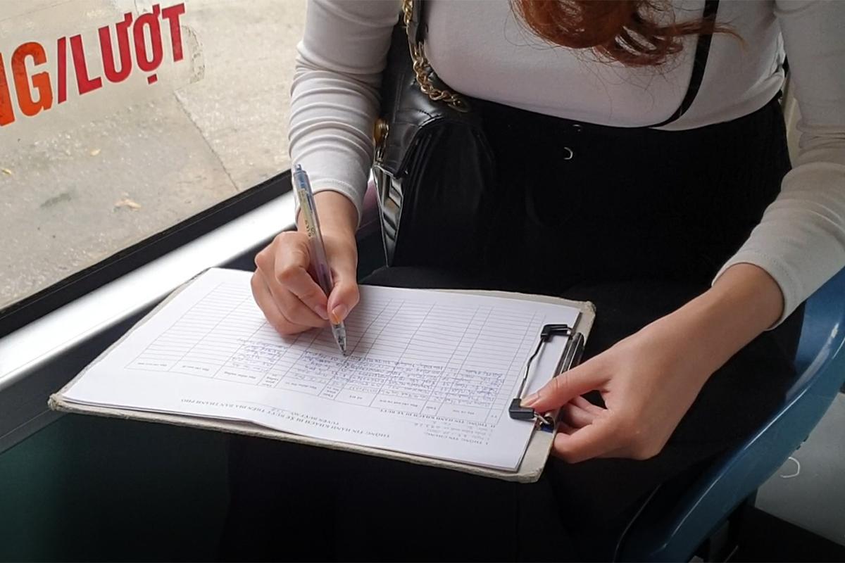 Những chuyến xe không người trong ngày đầu các tuyến buýt Hà Nội hoạt động trở lại - Ảnh 12.