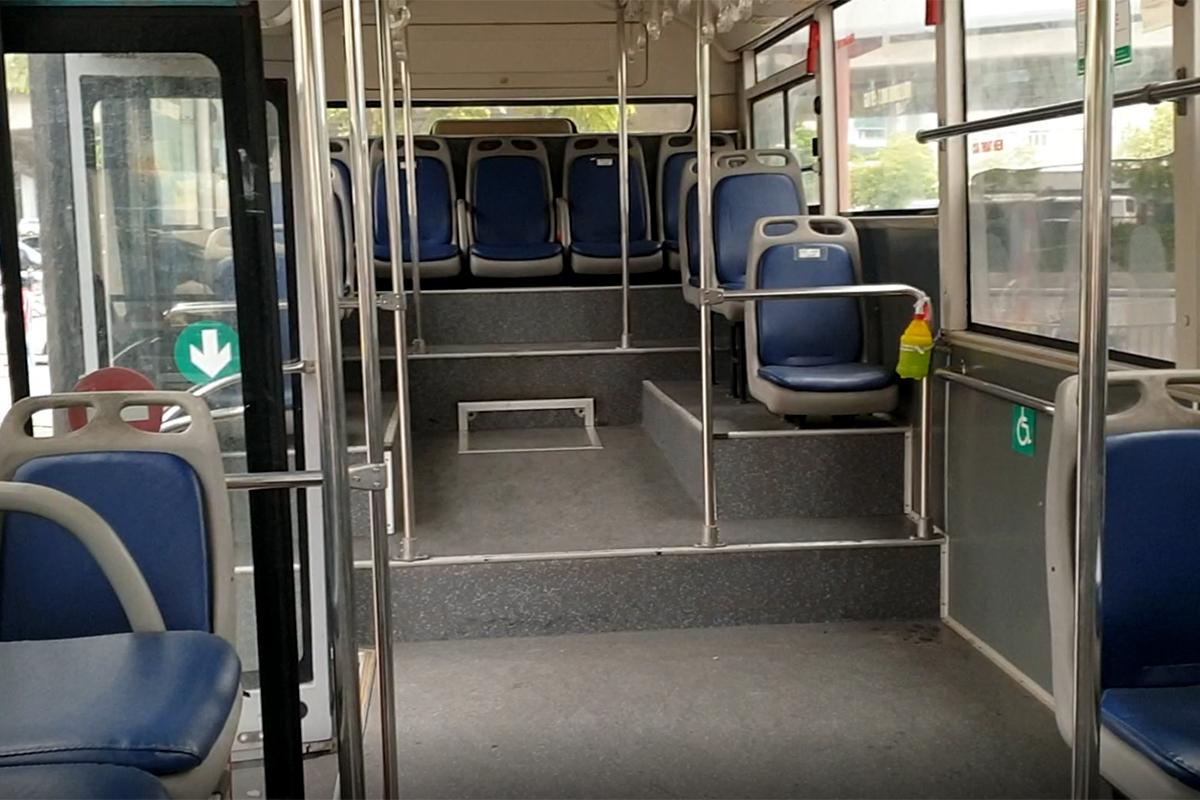 Những chuyến xe không người trong ngày đầu các tuyến buýt Hà Nội hoạt động trở lại - Ảnh 10.