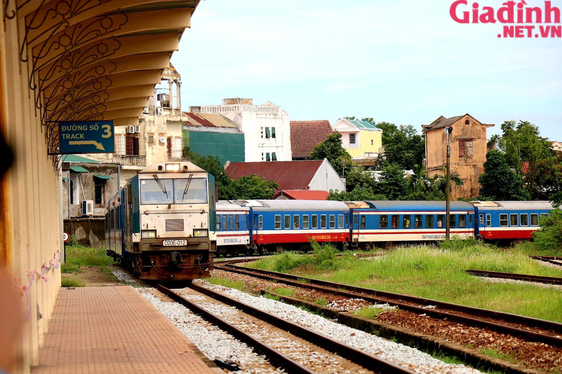 """Chuyến tàu """"yêu thương"""" đưa hàng trăm công dân Thừa Thiên Huế từ TP. HCM về quê - Ảnh 1."""