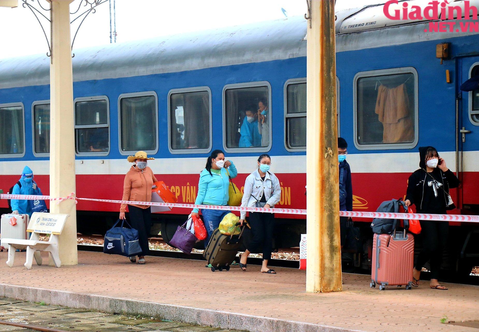 """Chuyến tàu """"yêu thương"""" đưa hàng trăm công dân Thừa Thiên Huế từ TP. HCM về quê - Ảnh 2."""