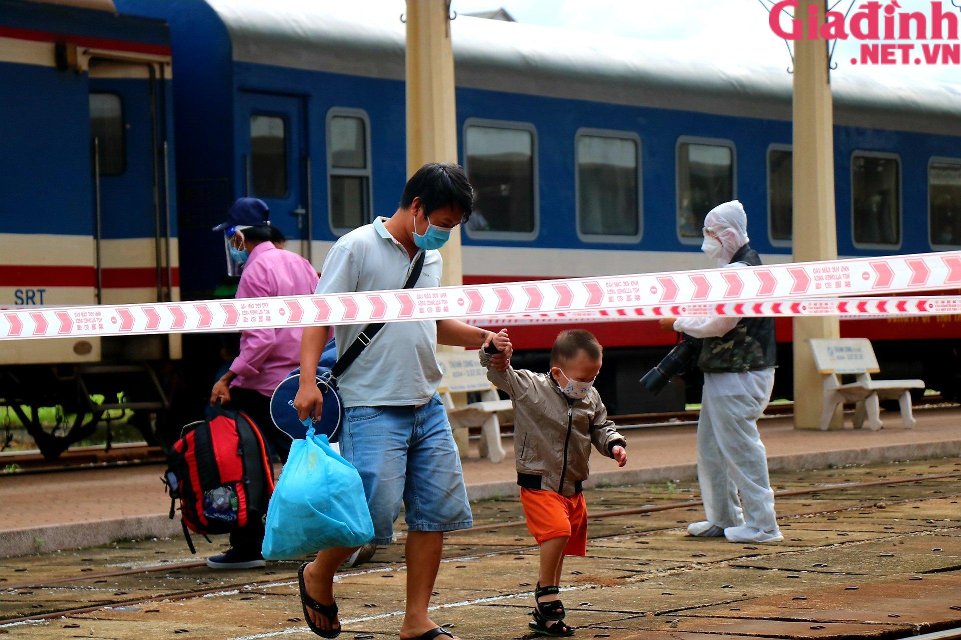 """Chuyến tàu """"yêu thương"""" đưa hàng trăm công dân Thừa Thiên Huế từ TP. HCM về quê - Ảnh 4."""