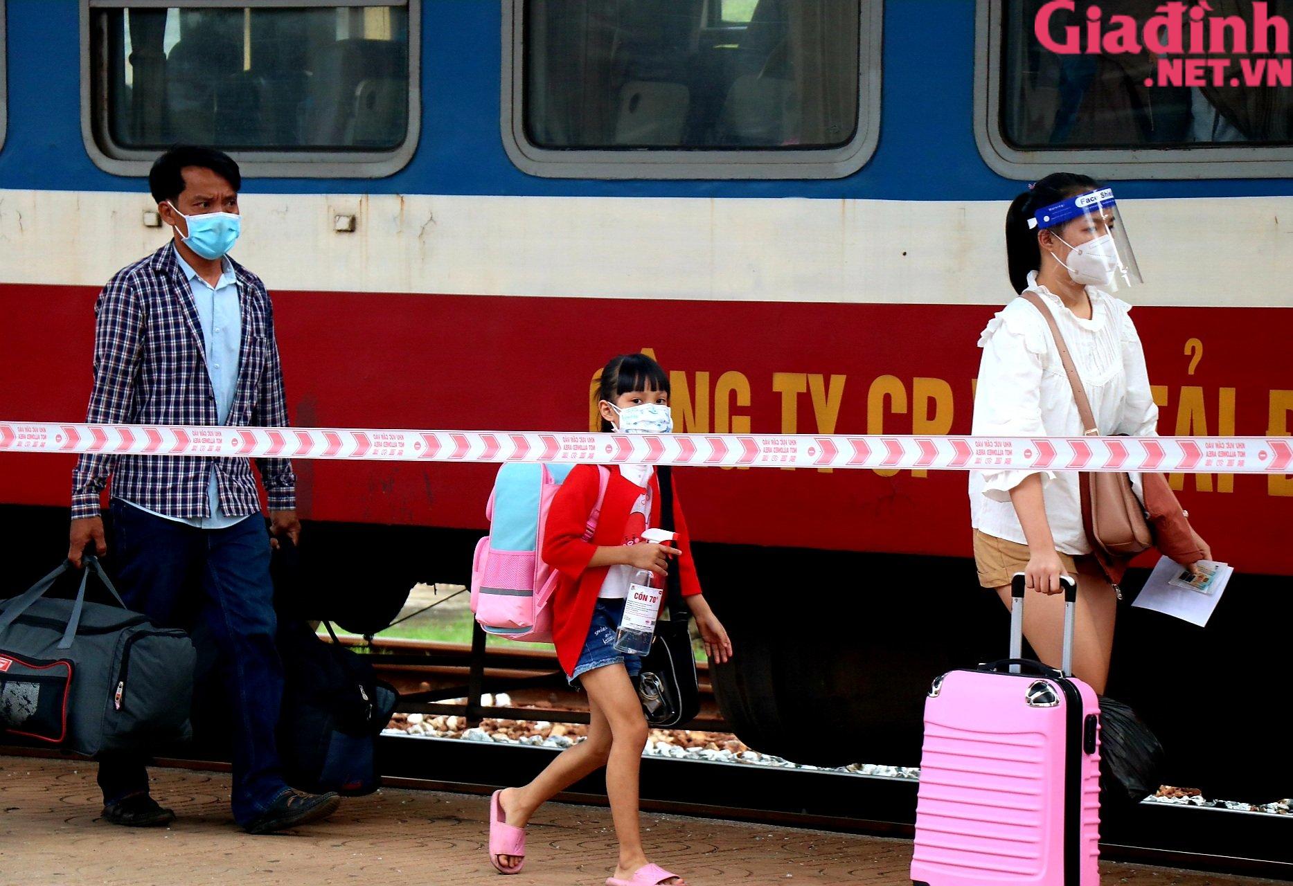 """Chuyến tàu """"yêu thương"""" đưa hàng trăm công dân Thừa Thiên Huế từ TP. HCM về quê - Ảnh 8."""