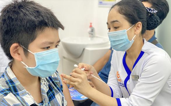 Bộ Y tế: Tiêm trước vaccine COVID-19 cho trẻ 16-17 tuổi  trong tháng 10, không tiêm trộn