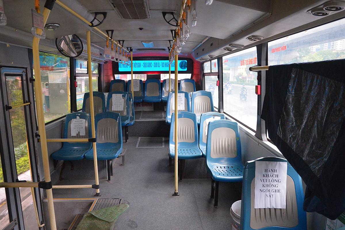 Những chuyến xe không người trong ngày đầu các tuyến buýt Hà Nội hoạt động trở lại - Ảnh 11.