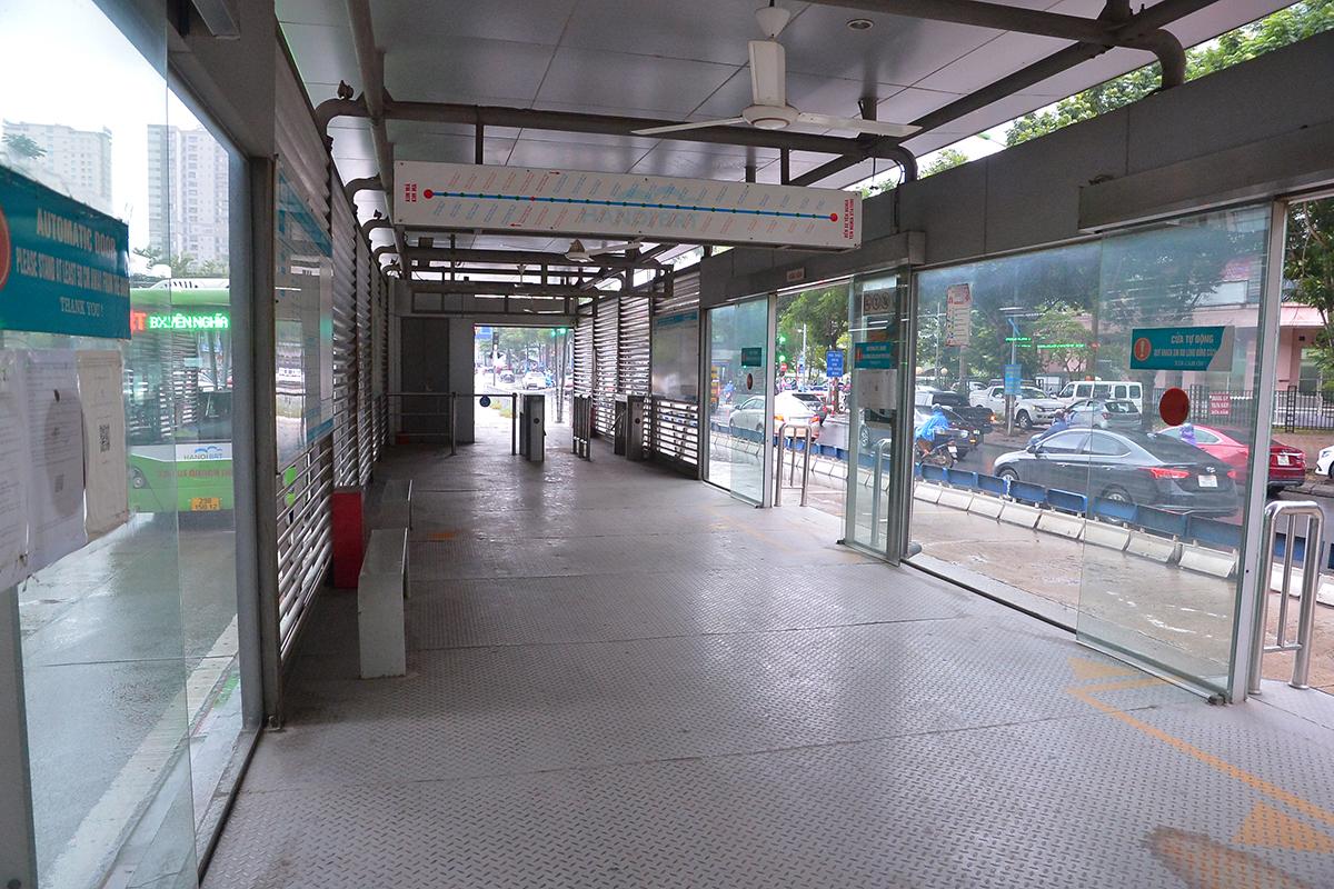 Những chuyến xe không người trong ngày đầu các tuyến buýt Hà Nội hoạt động trở lại - Ảnh 9.