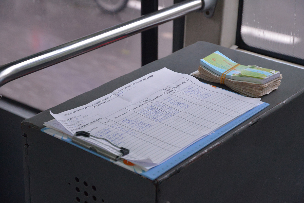 Những chuyến xe không người trong ngày đầu các tuyến buýt Hà Nội hoạt động trở lại - Ảnh 8.