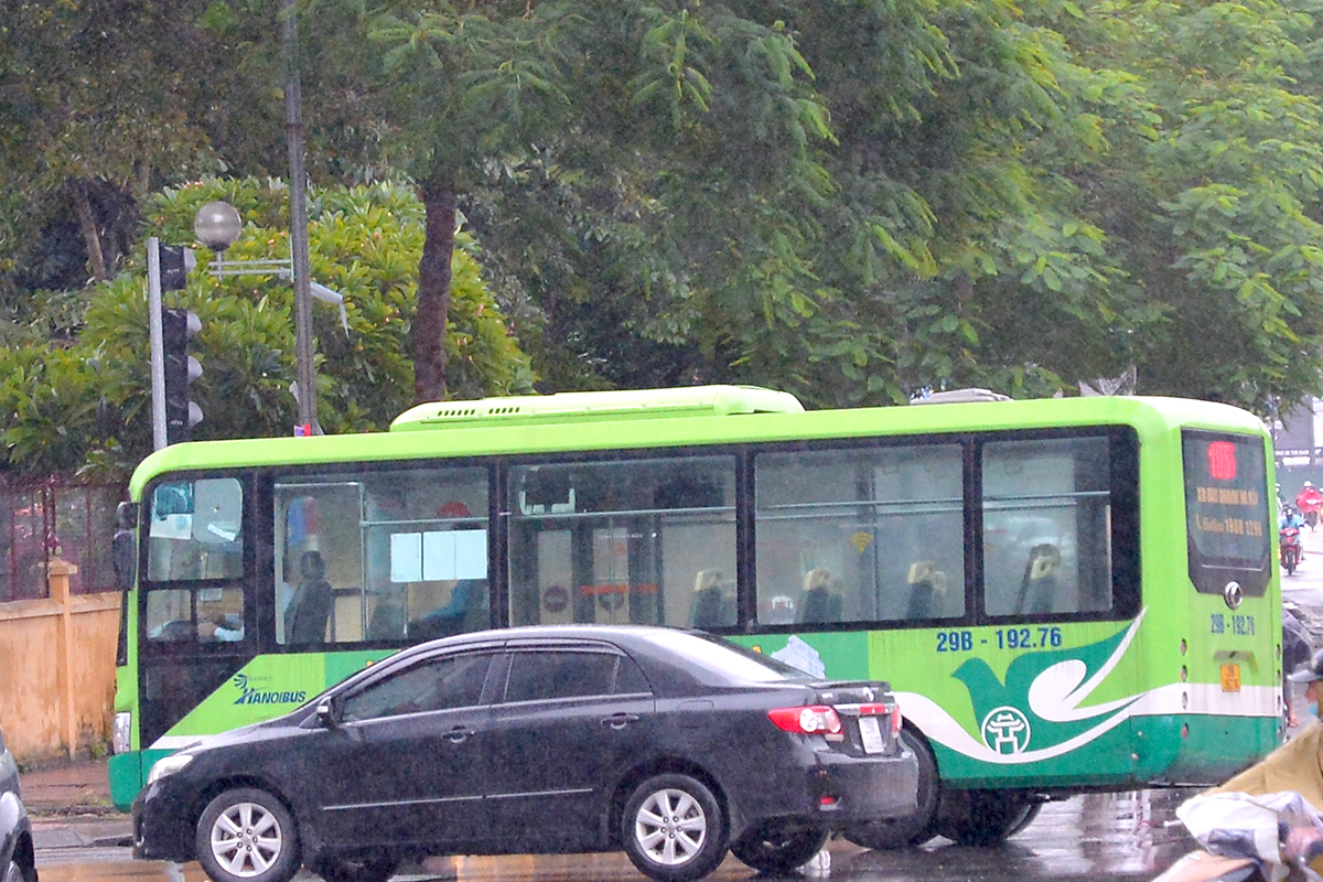 Những chuyến xe không người trong ngày đầu các tuyến buýt Hà Nội hoạt động trở lại - Ảnh 14.