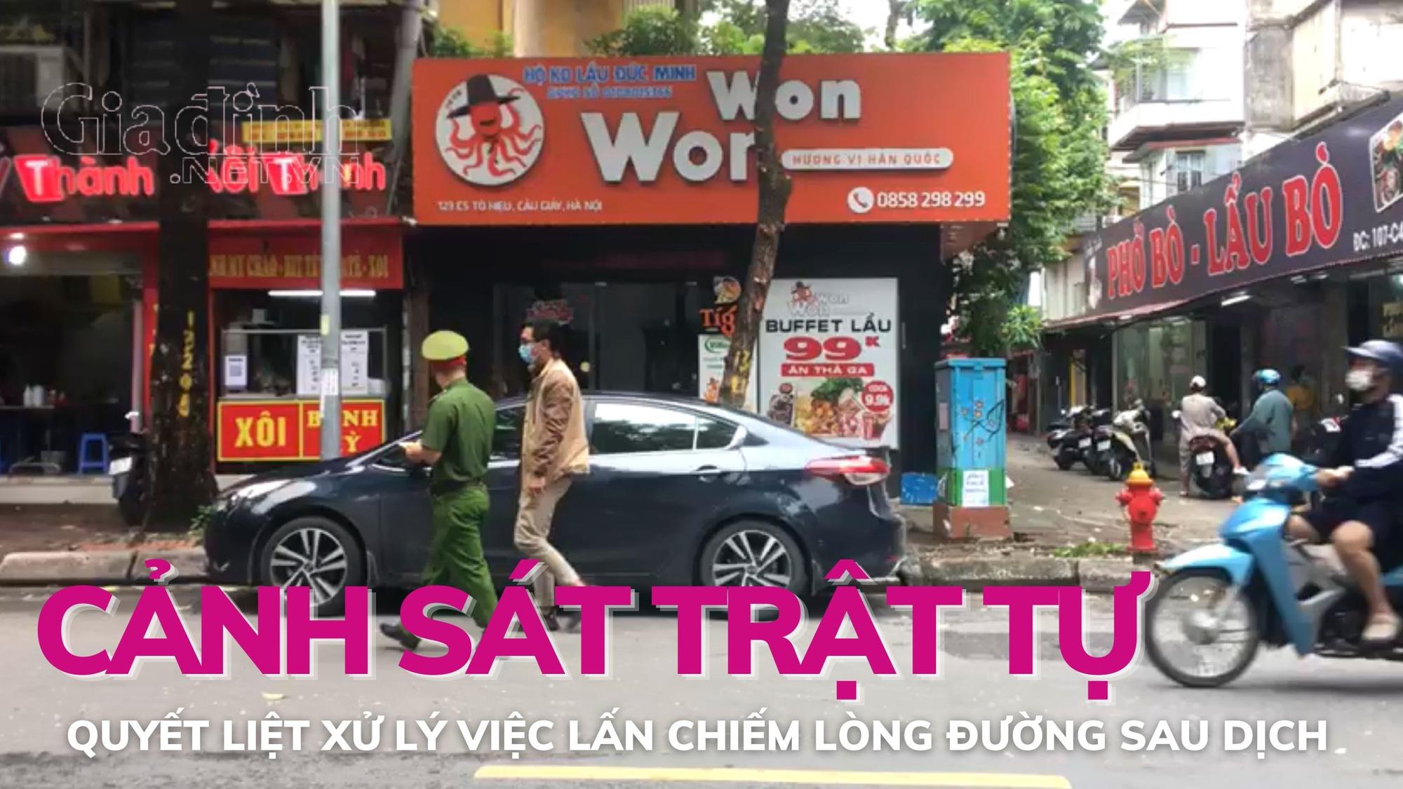 Cảnh sát trật tự quyết liệt xử phạt việc lấn chiếm lòng đường của người dân Hà Nội