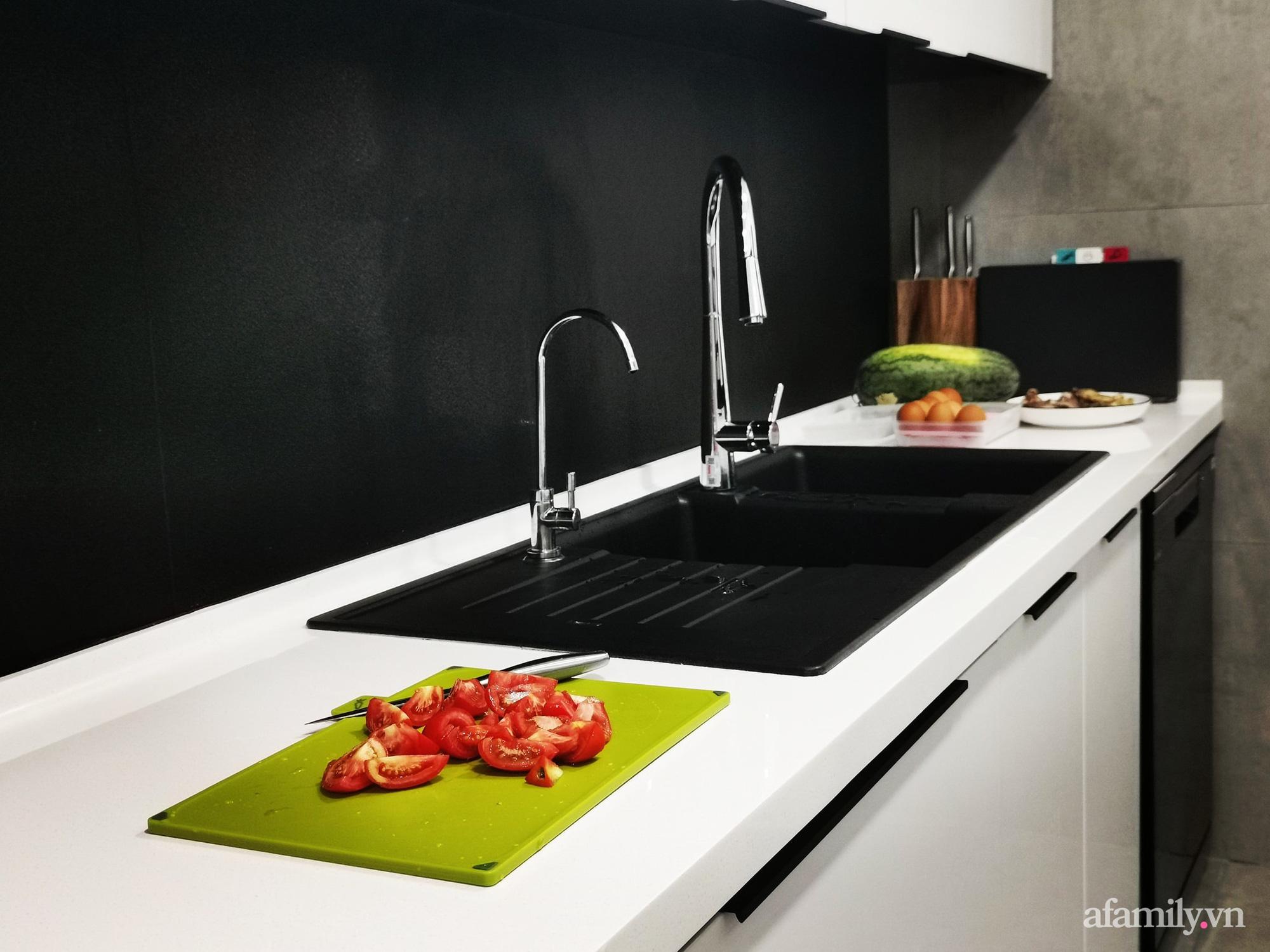 """Căn bếp 13m2 chứa """"tỉ thứ đồ"""" bên trong nhờ thiết kế """"hệ giấu"""" thông minh của người phụ nữ Hà Nội - Ảnh 3."""