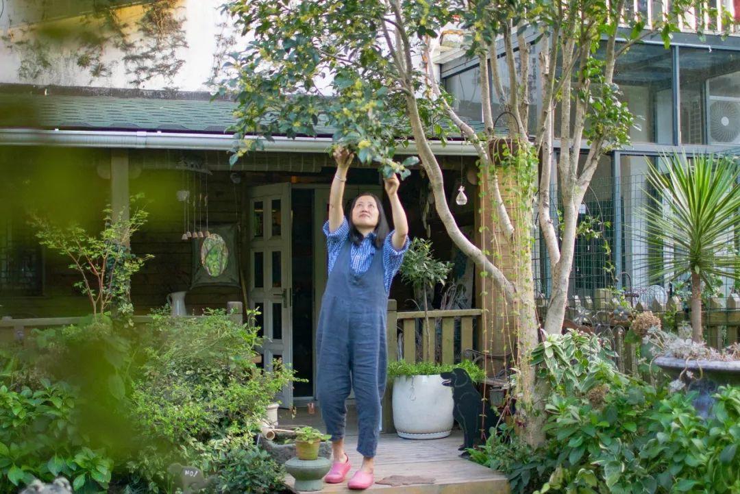 Tất bật nhiều năm tuổi trẻ, người phụ nữ tuổi 40 dành dụm tiền mua căn nhà vườn xinh xắn sống cuộc đời an yên - Ảnh 8.