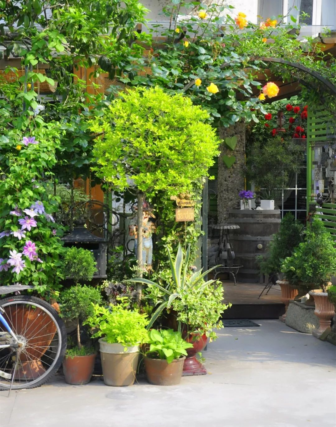 Tất bật nhiều năm tuổi trẻ, người phụ nữ tuổi 40 dành dụm tiền mua căn nhà vườn xinh xắn sống cuộc đời an yên - Ảnh 4.