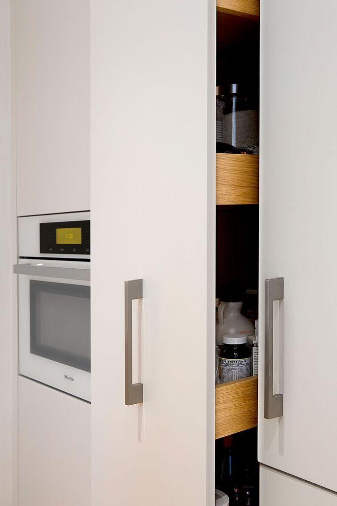 Nhà bếp nhỏ đa chức năng của căn hộ này khiến ai thấy cũng mê - Ảnh 13.