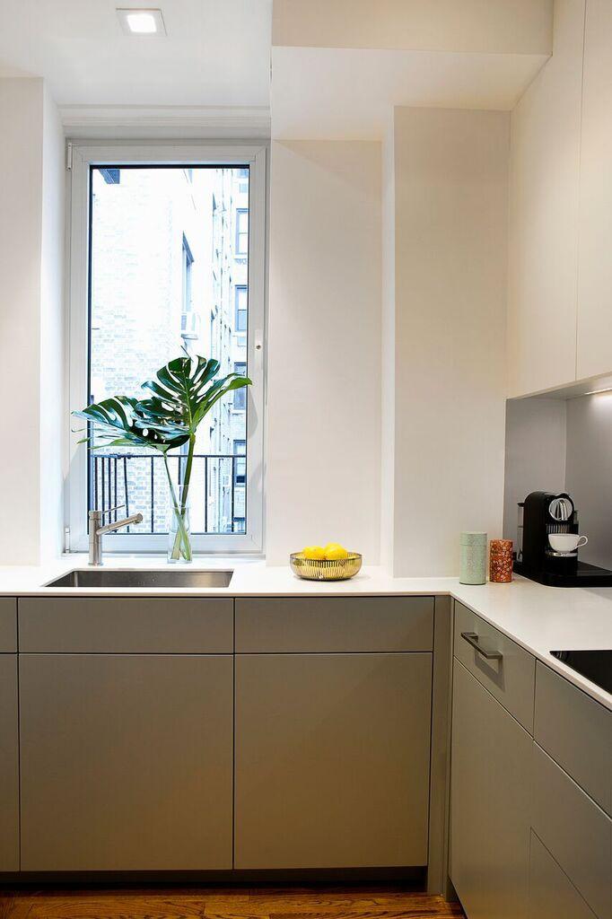 Nhà bếp nhỏ đa chức năng của căn hộ này khiến ai thấy cũng mê - Ảnh 9.