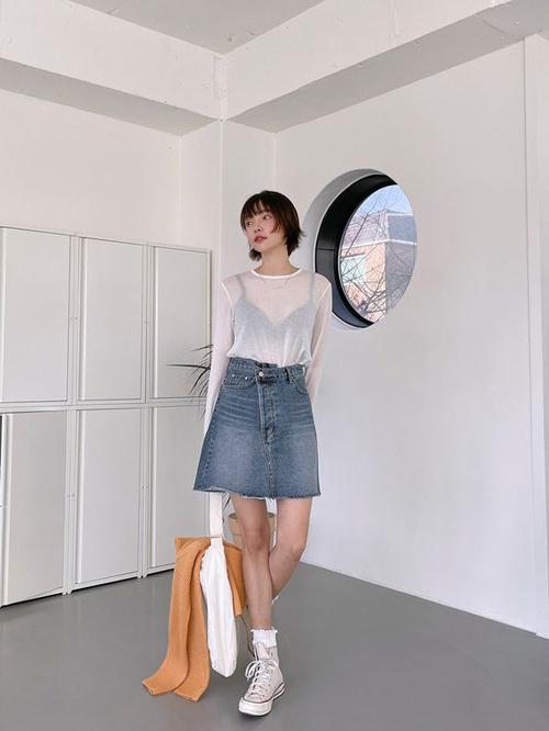 Hè đến rồi, học 2 cách phối áo thun trắng đến công sở đơn giản mà vẫn chất lừ - Ảnh 10.