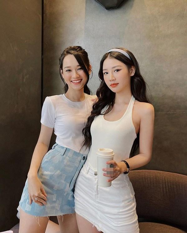 Hai nữ chính phim ma Việt đọ dáng, toàn diện đồ tối giản mà ai cũng nổi bần bật - Ảnh 2.