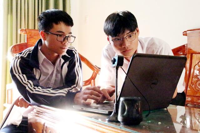 Hai học sinh lớp 12 nghiên cứu hệ thống giám sát người đeo khẩu trang  - Ảnh 3.