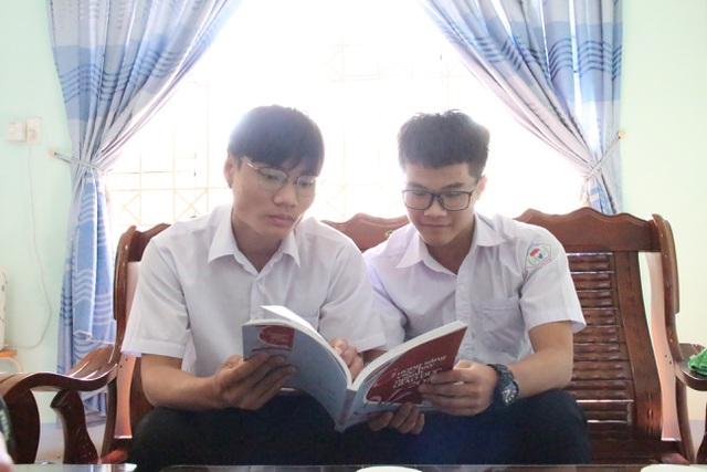 Hai học sinh lớp 12 nghiên cứu hệ thống giám sát người đeo khẩu trang  - Ảnh 4.