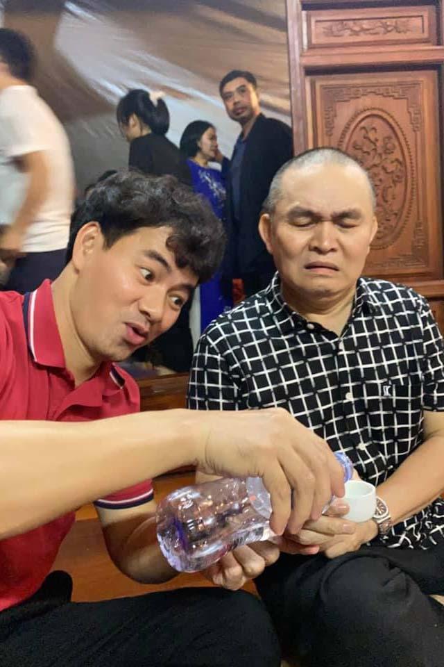 Quốc Khánh, Công Lý và dàn nghệ sĩ mừng NSND Tự Long lên lão - Ảnh 3.