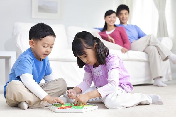 Ngạc nhiên với những cha mẹ là người thầy hiền trí - Ảnh 2.
