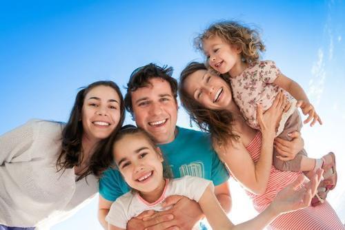 Bí quyết thu hẹp khoảng cách giữa cha mẹ và con cái - Ảnh 1.