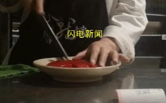 Kinh hoàng cảnh sản xuất tiết vịt bẩn cho nhà hàng - Ảnh 2.