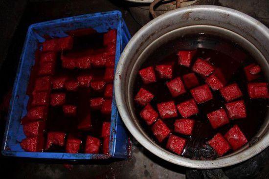 Kinh hoàng cảnh sản xuất tiết vịt bẩn cho nhà hàng - Ảnh 7.