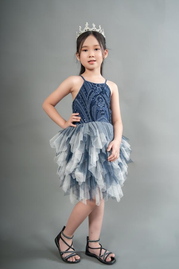 Con gái 7 tuổi của người đẹp phim Đại gia chân đất: Chững chạc, hiểu  và biết cảm thông cho mẹ - Ảnh 8.