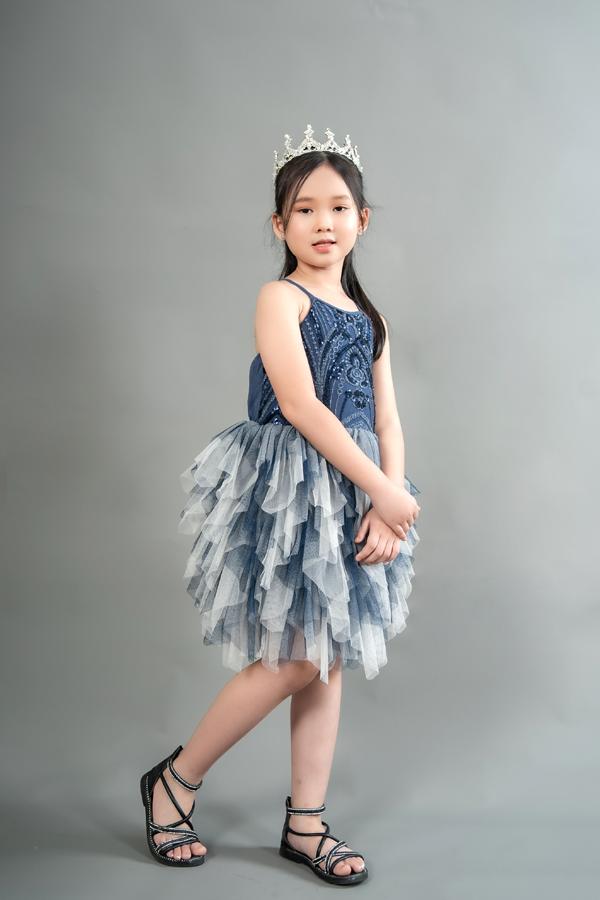 Con gái 7 tuổi của người đẹp phim Đại gia chân đất: Chững chạc, hiểu  và biết cảm thông cho mẹ - Ảnh 9.