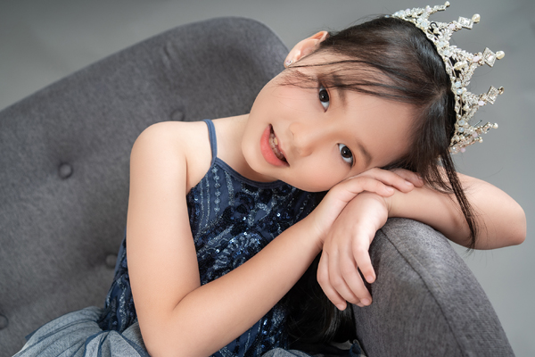 Con gái 7 tuổi của người đẹp phim Đại gia chân đất: Chững chạc, hiểu  và biết cảm thông cho mẹ - Ảnh 10.