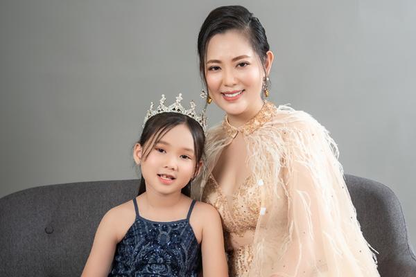 Con gái 7 tuổi của người đẹp phim Đại gia chân đất: Chững chạc, hiểu  và biết cảm thông cho mẹ - Ảnh 2.