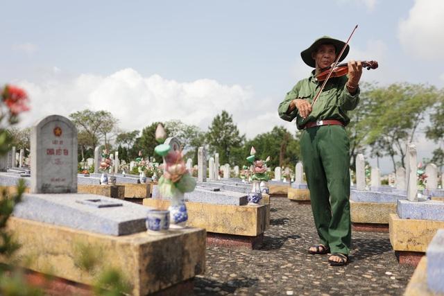Chuyến xuyên Việt lạ của nam sinh 22 tuổi và bạn đồng hành... 74 tuổi  - Ảnh 2.