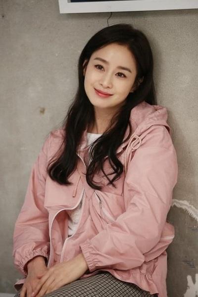Kim Tae Hee 41 tuổi vẫn đẹp rạng ngời - Ảnh 3.