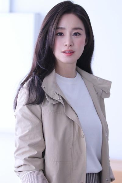 Kim Tae Hee 41 tuổi vẫn đẹp rạng ngời - Ảnh 26.