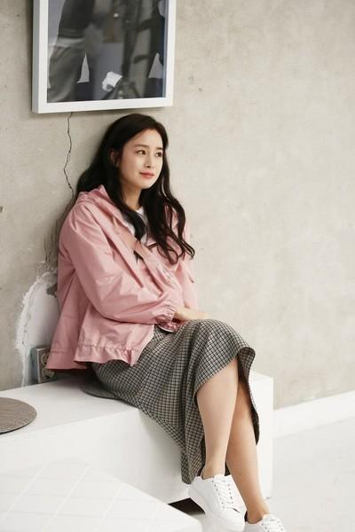 Kim Tae Hee 41 tuổi vẫn đẹp rạng ngời - Ảnh 4.