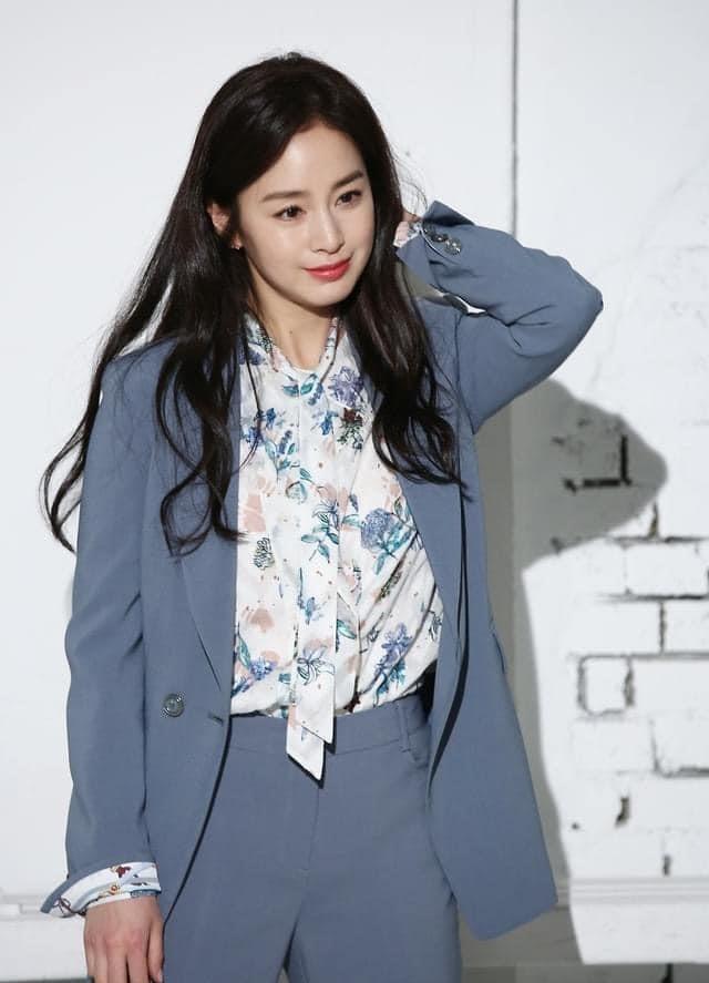 Kim Tae Hee 41 tuổi vẫn đẹp rạng ngời - Ảnh 8.