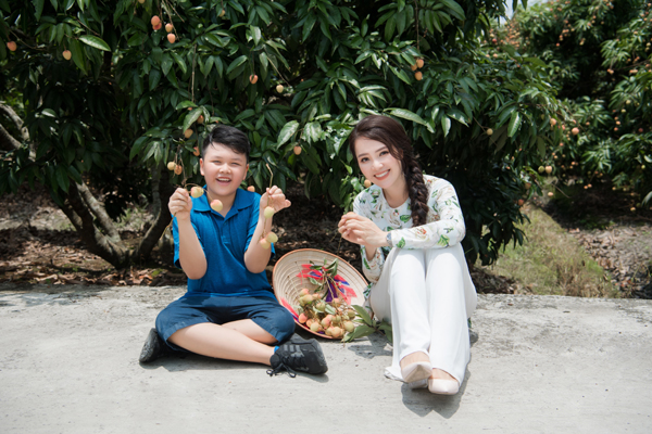MC, Á hậu Thuỵ Vân được bà con nông dân Hải Dương trao danh hiệu đại sứ vải Thanh Hà - Ảnh 3.