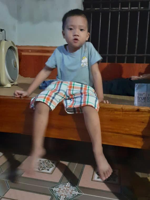 Khẩn cầu của người mẹ có con trai 5 tuổi mắc bệnh u não không tiền chữa trị - Ảnh 3.