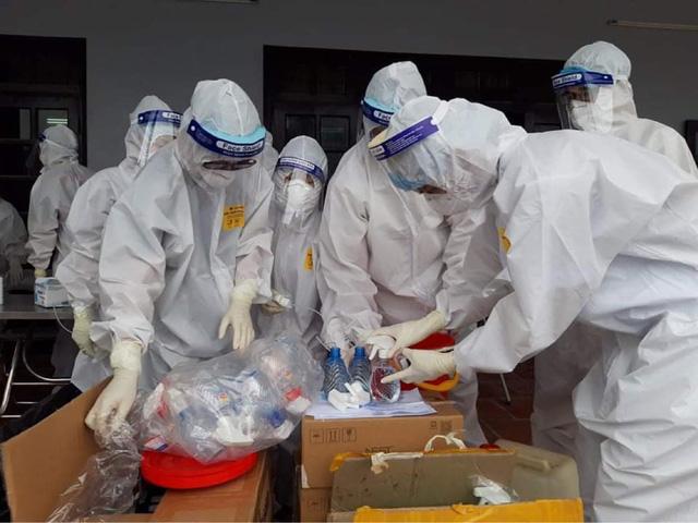 KHẨN: Cơ sở sản xuất kinh doanh, khu công nghiệp phải tổ chức test nhanh SARS-CoV-2 hàng tuần cho người lao động - Ảnh 3.