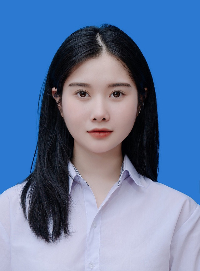 کارت که از زیبایی واضح دختر داغ تعجب کرده هنوز 18 ساله نشده است - عکس 1.