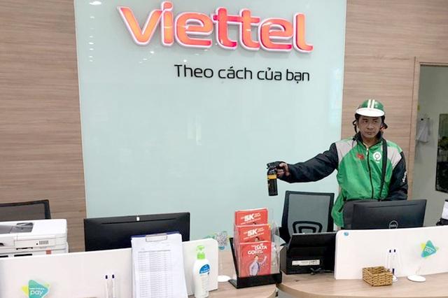 Cướp 300 triệu đồng ở cửa hàng Viettel, chạy ra tới cửa thì bị bắt  - Ảnh 1.