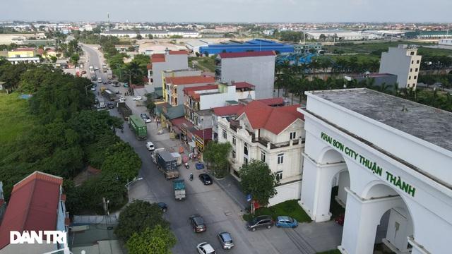 Lo ngại cách ly, đoàn rước dâu quay xe khi gần tới nhà trai ở Thuận Thành - Ảnh 1.